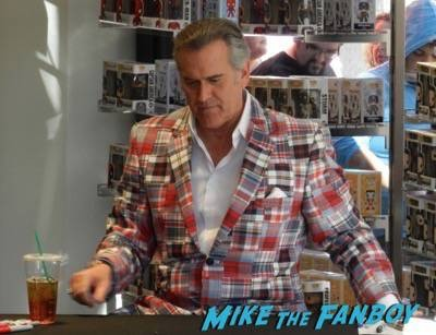 Bruce Campbell autograph signing things from another world citywalk22