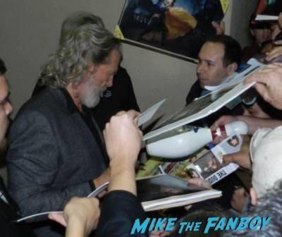 Jeff Bridges jimmy kimmel live signing autographs 13