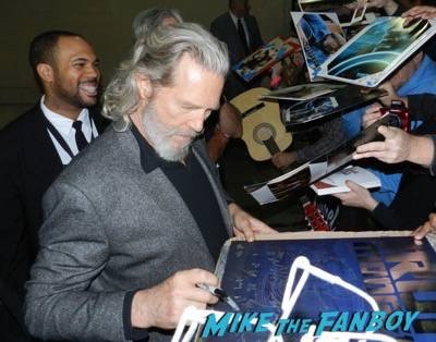 Jeff Bridges jimmy kimmel live signing autographs 13