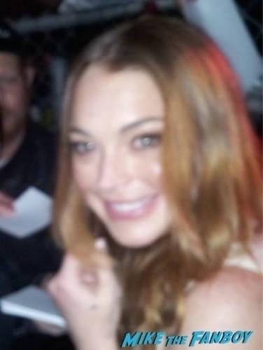 Lindsay Lohan jimmy kimmel live 2015 signing autographs 1
