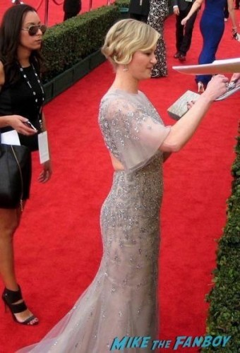 SAG Awards 2015 signing autographs for fans 1