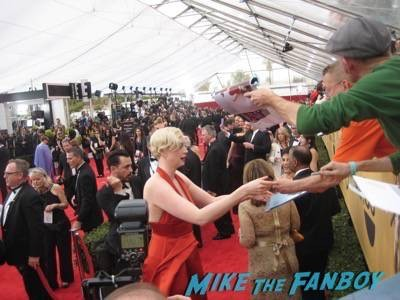 SAG Awards 2015 signing autographs for fans 10