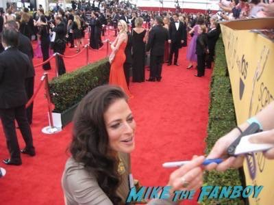 SAG Awards 2015 signing autographs for fans 16