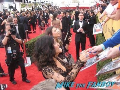 SAG Awards 2015 signing autographs for fans 18