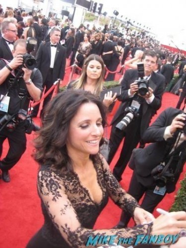 SAG Awards 2015 signing autographs for fans 19
