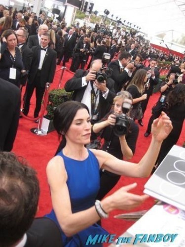 SAG Awards 2015 signing autographs for fans 20