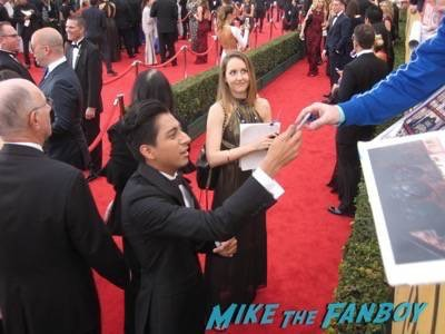 SAG Awards 2015 signing autographs for fans 23