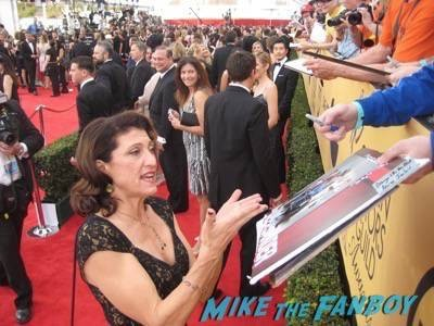 SAG Awards 2015 signing autographs for fans 24