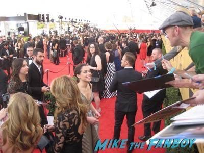 SAG Awards 2015 signing autographs for fans 26