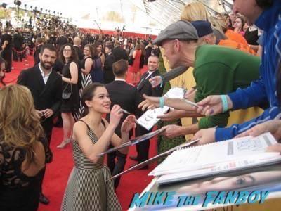 SAG Awards 2015 signing autographs for fans 27