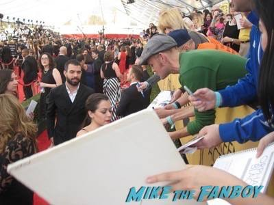 SAG Awards 2015 signing autographs for fans 28