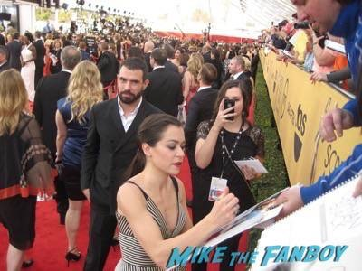 SAG Awards 2015 signing autographs for fans 30
