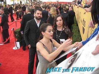 SAG Awards 2015 signing autographs for fans 31