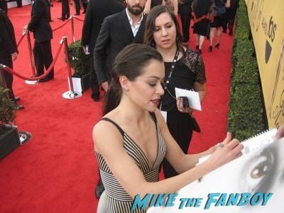 SAG Awards 2015 signing autographs for fans 32