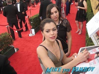 SAG Awards 2015 signing autographs for fans 34
