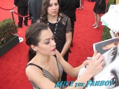 SAG Awards 2015 signing autographs for fans 35