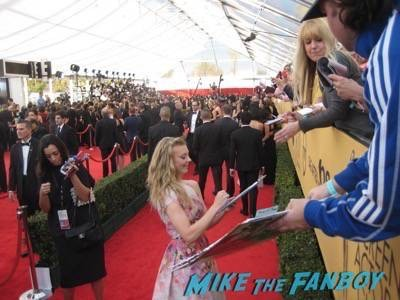 SAG Awards 2015 signing autographs for fans 36