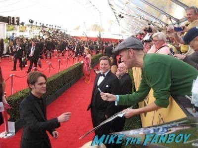 SAG Awards 2015 signing autographs for fans 38