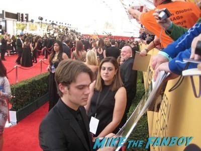 SAG Awards 2015 signing autographs for fans 41