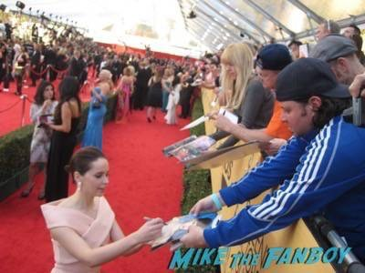 SAG Awards 2015 signing autographs for fans 43