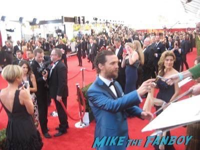 SAG Awards 2015 signing autographs for fans 45