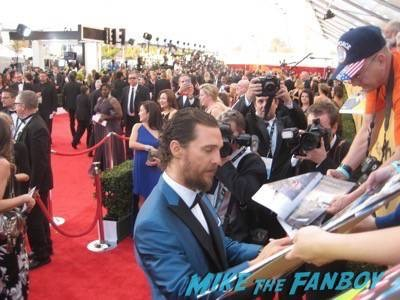 SAG Awards 2015 signing autographs for fans 46