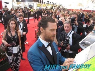 SAG Awards 2015 signing autographs for fans 47