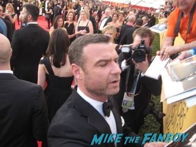SAG Awards 2015 signing autographs for fans 48