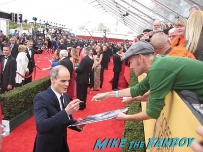 SAG Awards 2015 signing autographs for fans 5