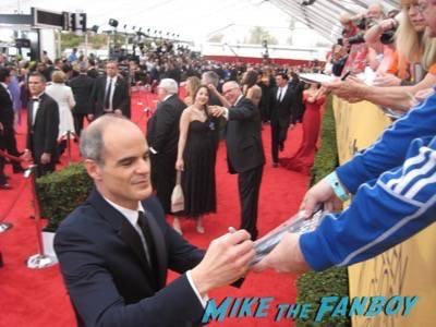 SAG Awards 2015 signing autographs for fans 7