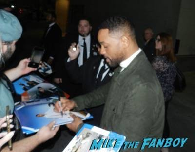 Will Smith signing autographs jimmy kimmel live 2015 ID4 2