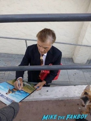 fred willard signing autographs for fans 1