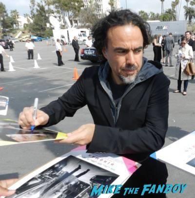 Alejandro González Iñárritu signing autographs spirit awards 2015 signing autographs 25
