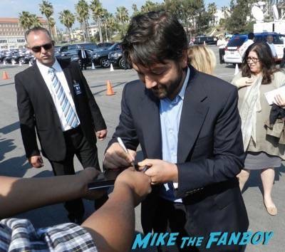 diego luna signing autographs spirit awards 2015 signing autographs 41