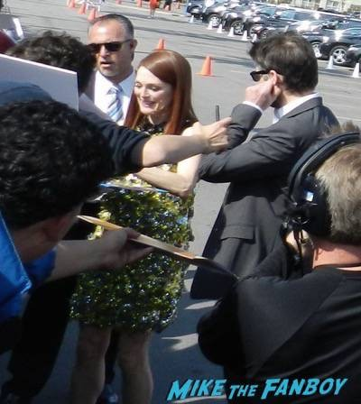 julianne moore signing autographs spirit awards 2015 signing autographs 43