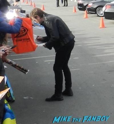 ewan mcgregor signing autographs spirit awards 2015 signing autographs 49