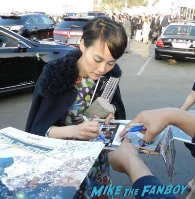 Rinko Kikuchi signing autographs spirit awards 2015 signing autographs 62