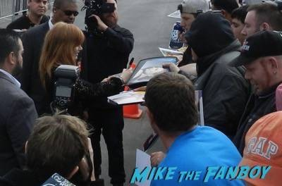 Jessica Chastain signing autographs spirit awards 2015 signing autographs 9