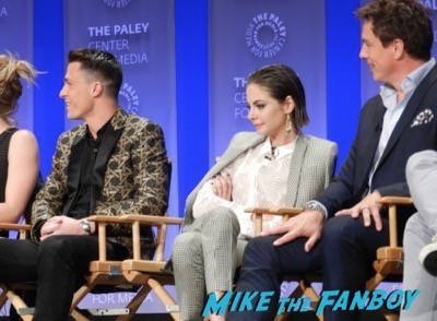 Arrow The Flash paleyfest panel 2015 signing autographs 3