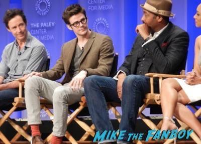 Arrow The Flash paleyfest panel 2015 signing autographs 54