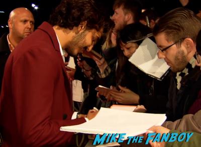 Chappie berlin premiere hugh jackman sigourney weaver signing autographs 10