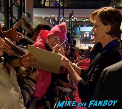 Chappie berlin premiere hugh jackman sigourney weaver signing autographs 3