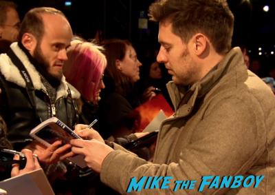 Chappie berlin premiere hugh jackman sigourney weaver signing autographs 4