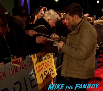 Chappie berlin premiere hugh jackman sigourney weaver signing autographs 6
