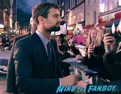 Divergent series insurgent london premiere photos theo james signing autographs 1