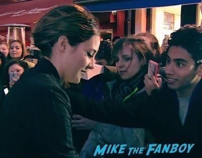 Divergent series insurgent london premiere photos theo james signing autographs 2