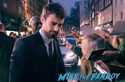 Divergent series insurgent london premiere photos theo james signing autographs 5