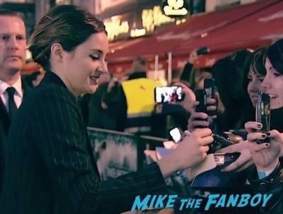 Divergent series insurgent london premiere photos theo james signing autographs 6