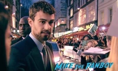 Divergent series insurgent london premiere photos theo james signing autographs 7
