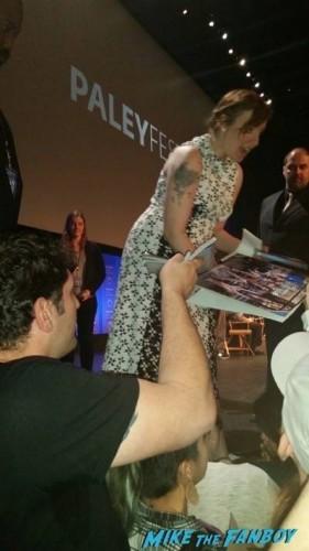lena dunham signing autographs Girls Paleyfest 2015 panel lena dunham signing autographs 1